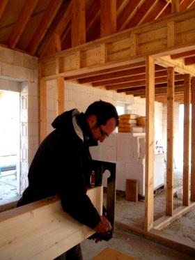 Romuald COLAS, du duo Tout en Bois, sur un chantier